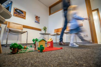 Zahnarzt Hüttlingen - Dr. Scheuermann - Wartezimmer in unserer Praxis