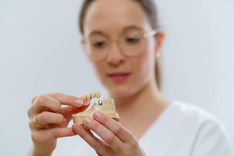 Zahnarzt Hüttlingen - Dr. Scheuermann - Leistungen - Zahnersatz