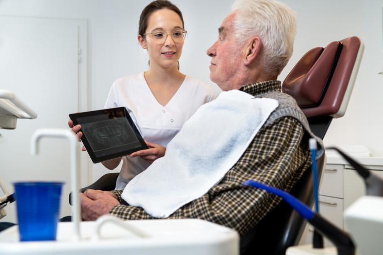Zahnarzt Hüttlingen - Dr. Scheuermann - Leistungen - Implantate