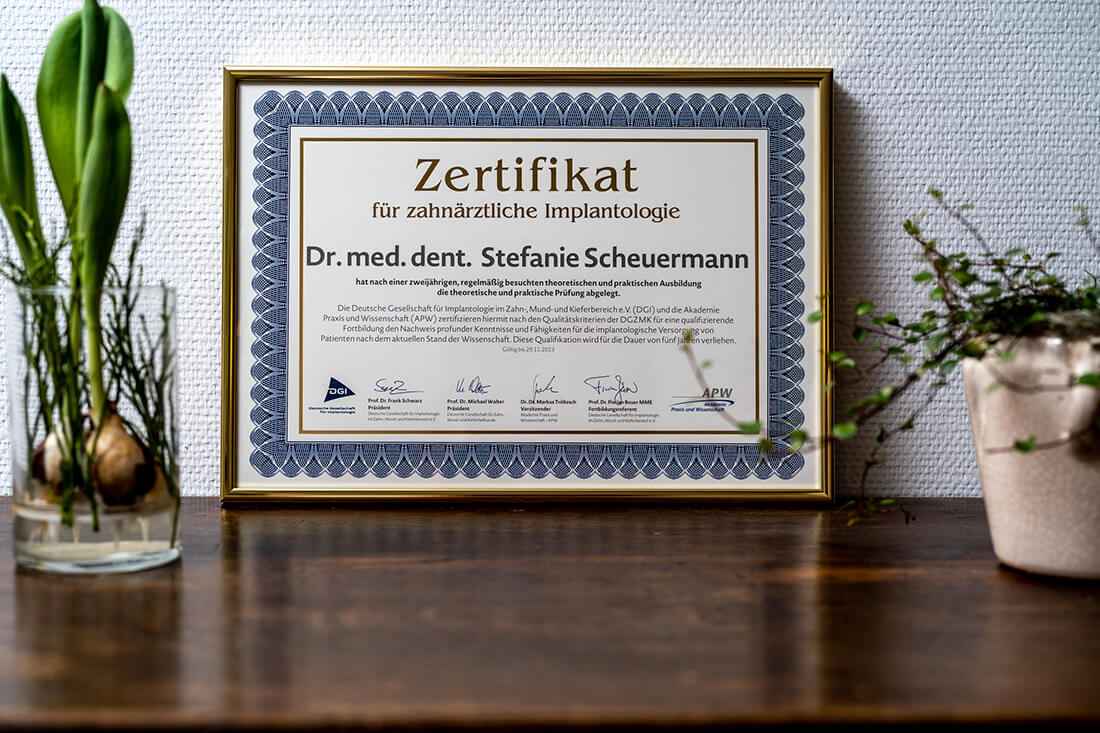 Zahnarzt Hüttlingen - Dr. Scheuermann - Zertifikat Implantologie